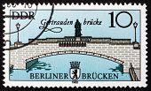 Постер, плакат: Почтовая марка ГДР 1985 Gertrauden мост Восточный Берлин