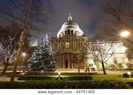 St Paul's Cathedral With Christmas Decoration