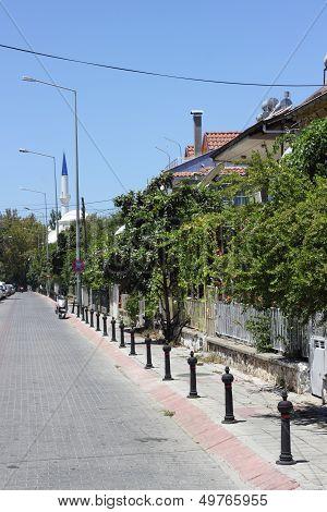 eine Straßenszenerie bei Fethiye in der Türkei