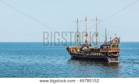Pleasure boat designed in old pirate frigate style o