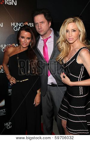LOS ANGELES - FEB 11:  Kyle Richards, Jamie Kennedy, Camille Grammer at the