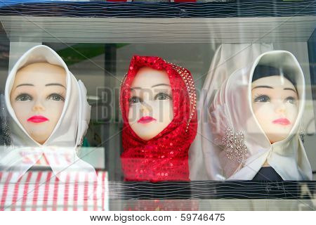 mannequins in scarf