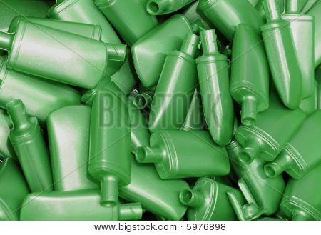 Heap der grünen Kunststoff-Flaschen