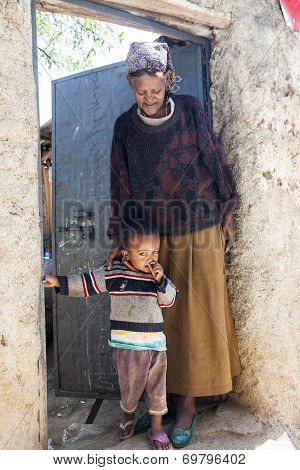 Harar, Ethiopia - December 24, 2013: Unidentified Grandmother With Grandchild Posing In The Entrance
