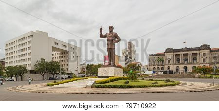 Maputo - Nov 26: A giant statue of Samora Moisés Machel stands tall at the Independence Square in Downtown Maputo. Nov 26, 2014 Maputo, Mozambique