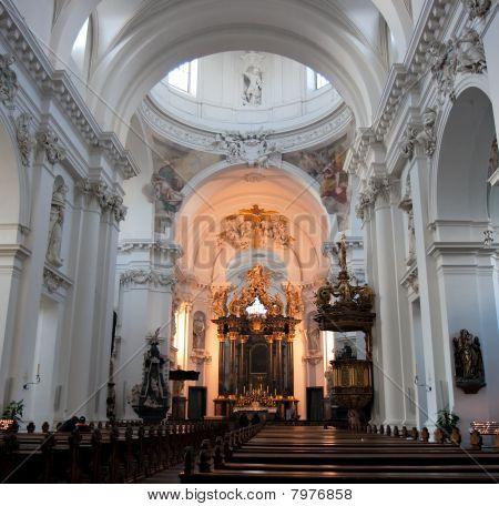 barocke Innenraum der Basilika st. salvator