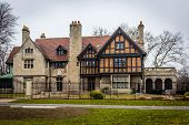 ������, ������: Willistead Manor