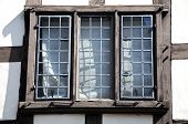 Постер, плакат: Window in Tudor building