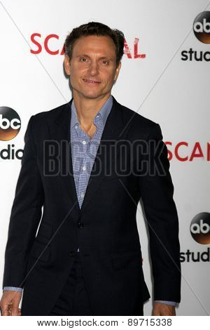 LOS ANGELES - MAY 1:  Tony Goldwyn at the