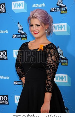 LOS ANGELES - JUL 31:  Kelly Osbourne arrives at the 2013 Do Something Awards at the Avalon on July 31, 2013 in Los Angeles, CA