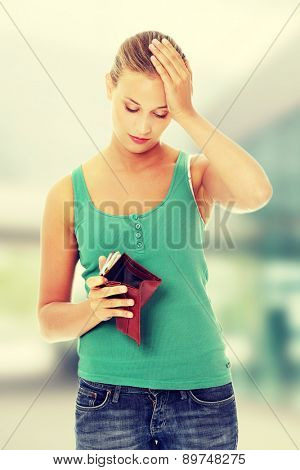 Young caucasian woman with empty wallet.