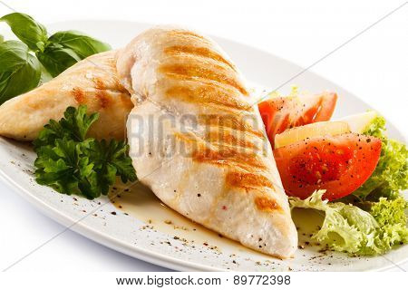 Grilled chicken fillets and vegetables