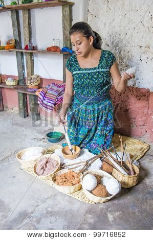 Goatemalan woman Weaving
