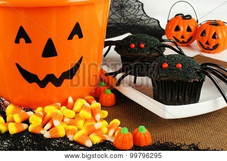 Halloween spider cupcakes with candy