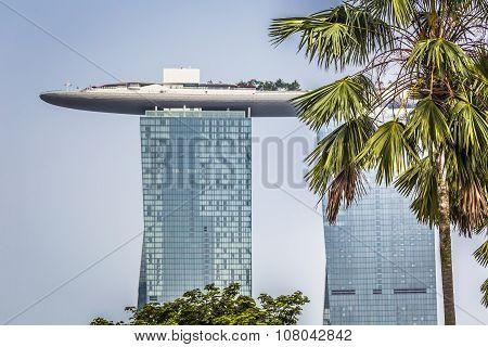 Marina Bay Sands, Singapore November 05, 2015: Beautiful Day At The Marina Bay Waterfront, Singapore