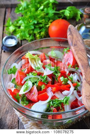 rustic salad of tomatoes, cucumbers, white onion, red pepper, parsley, seasoned oliveovym oil and ba
