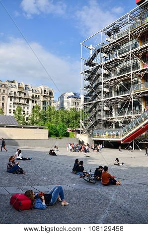 Paris, France - May 14, 2015: People Relaxing At Plaza In Front Of  Centre Of Georges Pompidou