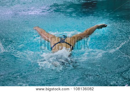 girl athlete swims butterfly