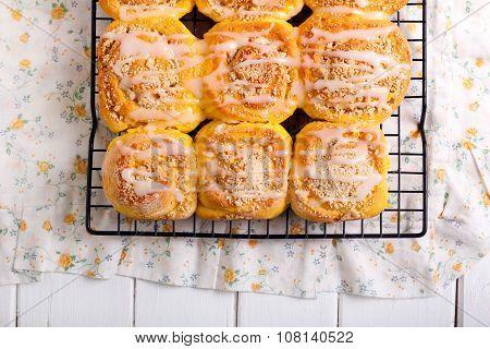 Streusel Pumpkin Sweet Rolls