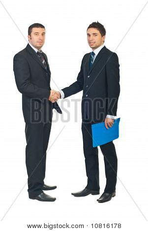 Voller Länge des Business-Männer-Handshakes