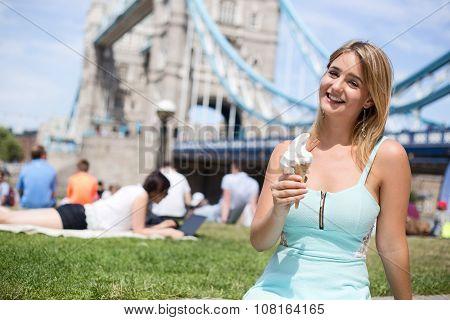 ice cream at tower bridge