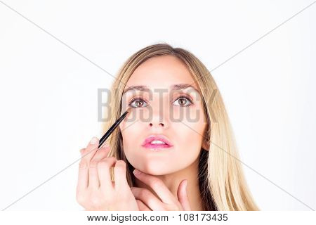 Woman apply shadows on the lower eyelid