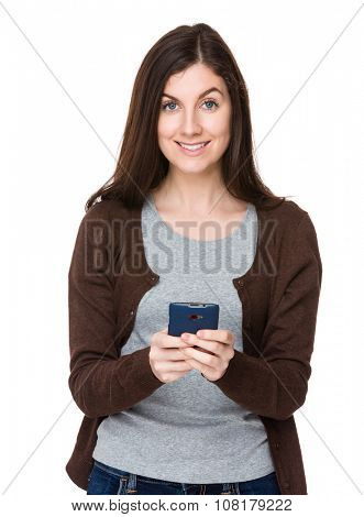 Brunette woman use of the cellphone