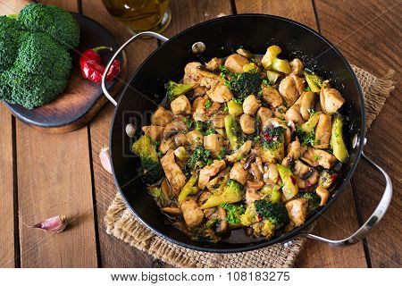 Stir fry chicken with broccoli and mushrooms - Chinese food