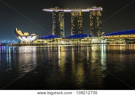 Marina Bay Sands, Singapore November 05, 2015: Marina Bay Waterfront And Skyline, Singapore On Novem
