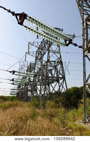 High-voltage Power Support With Glass Transmission Insulators