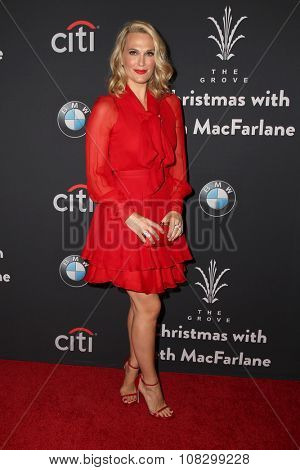LOS ANGELES - NOV 14:  Molly Sims at the The Grove Christmas with Seth MacFarlane 2015 at the The Grove on November 14, 2015 in Los Angeles, CA