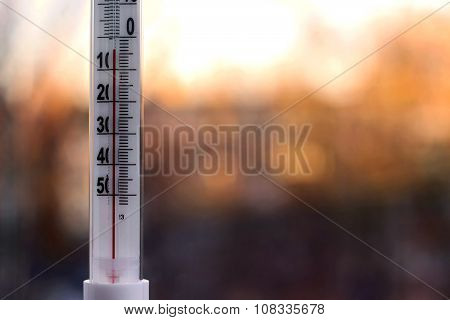 Outdoor Thermometer With Negative Mark Temperature