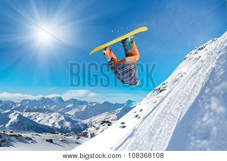 Extreme snowboarding man