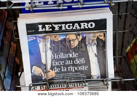 Le Figaro With Francois Hollande Surrounded By Bodyguards