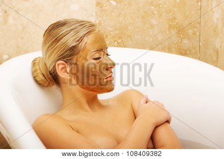 Spa serene woman relaxing in bath with chocolate face mask