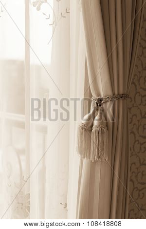 Curtain With Curtain Tieback