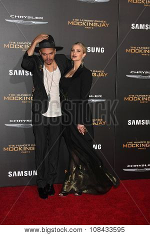 LOS ANGELES - NOV 16:  Evan Ross, Ashlee Simpson at the
