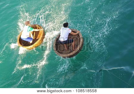 Nha Trang, Vietnam - July 14, 2015: Fishermen Are Racing By Basket Boats In The Sea Of Nha Trang Bay