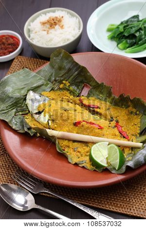 ikan pepes, indonesian cuisine, steamed fish wrapped in banana leaves