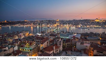 Golden horn of Istanbul at night