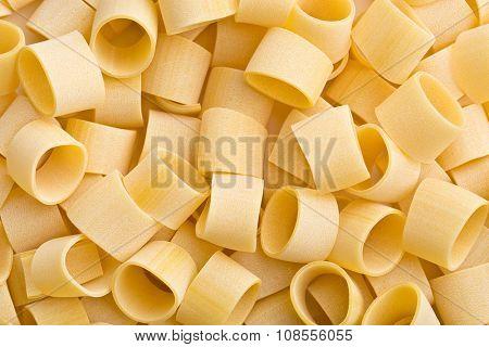 pattern of uncooked pasta calamarata