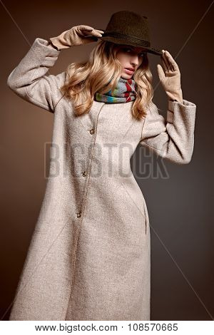 Fashion beauty woman in stylish coat hat, autumn