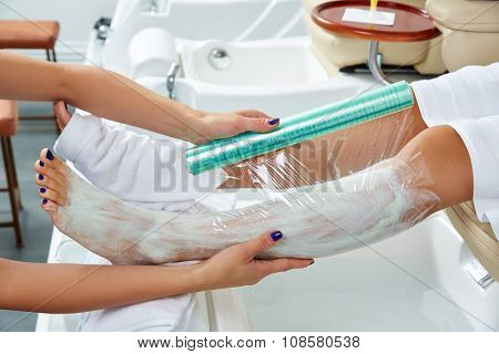 Pedicure nourishing moisturizer mask legs cling film wrap heat effect in nail salon