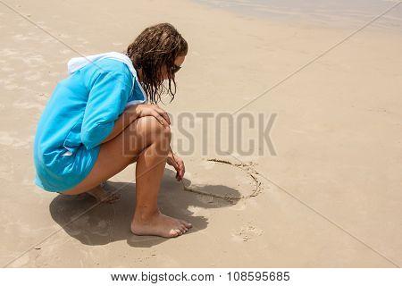 Brazilian female teen writting on sand