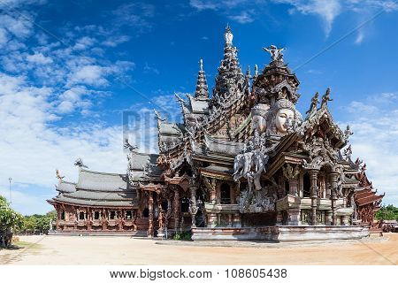 Sanctuary Of Truth In Pattaya By  Day