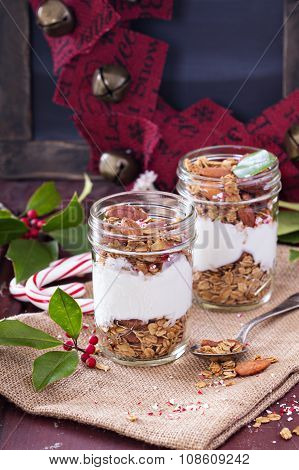 Gingerbread granola parfait with yogurt