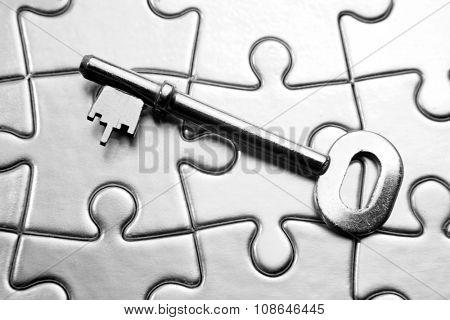 Single key on jigsaw puzzle