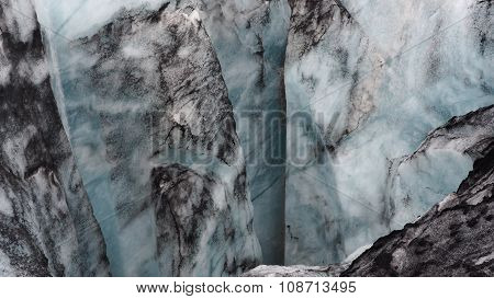 Glacier with vulcano ashes