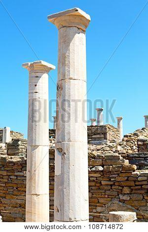 Archeology  In Delos