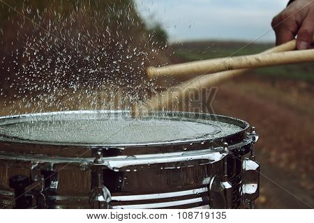 Drum with water on it and splash after impact on it